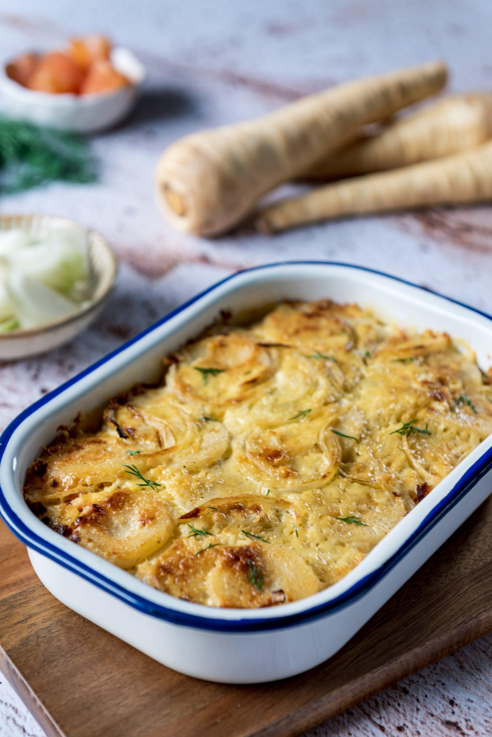 Ovenschotel met aardappel, pastinaak en gerookte zalm